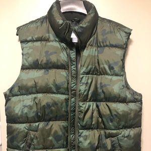 Camo pattern puffer vest
